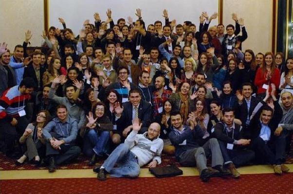 Kanadalı Türk gençleri önceki kurultaylardan birinde birlikte.