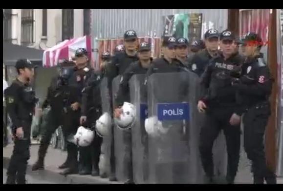 Polis geldi.