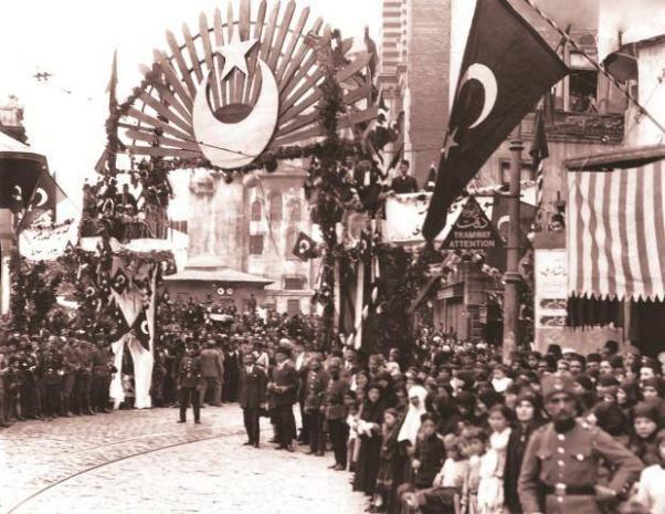 İstanbul'un Kurtuluşu şenlikleri... 92 yıl önce.
