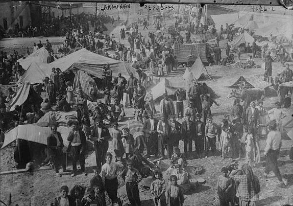 """ABD Büyükleçisi Henry Morgenthau'nun notlarına göre 1916 yılının ilk aylarında Suriye'ye sağ salim ulaşan ve kamplarda yaşamlarına başlayan göç ettirilmiş Ermenilerin sayısı 450 bin civarında ve bu kişilere acil yardım gereklidir. Kaynak: """"Büyükelçi Morgenthau'nun Öyksü'nün Perde Arkası"""" - Heath W. Lowry / Princton Üniversitesi"""
