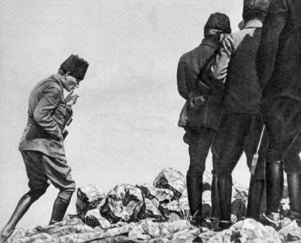 Mustafa Kemal Kurtuluş Savaşı'nda Kocatepe'de.