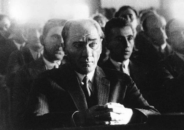 Mustafa Kemal ulusuna hep bilimin ışığını gösterdi.