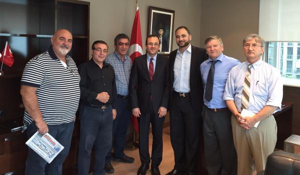 Başkonsolos Erdeniz Şen, arkadaşımız Celal Uçar ve bazı sivil toplum kuruluşları temsilcileri, Mustafa Doygun, Bora Çelikel, İsmail Vataner ve Mehmet Bor ile birlikte.