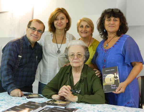 Ömer F. Özen İstanbul'da kitaplarını imzaladı.