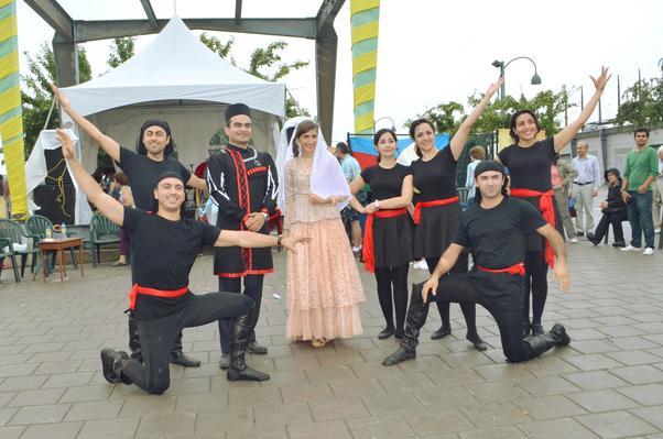 Savalan Halkoyunları Topluluğu Azerbaycan halkoyunları sundu.
