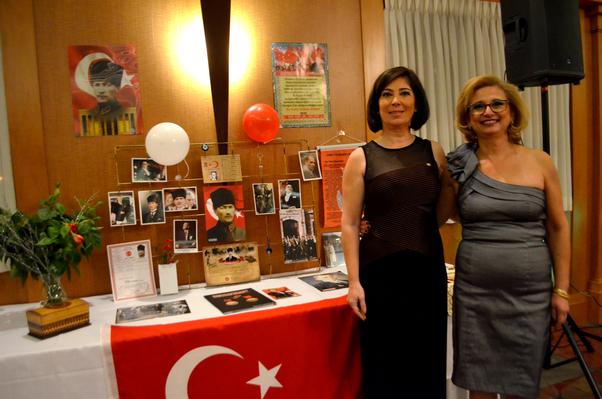 İçten Külük ve Meral Özdemir Ottava'daki Cumhuriyet Balosunda.