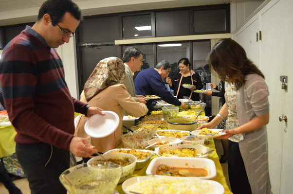 Çille Gecesi'nde kadınların hazırlayıp getirdiği yiyecek ve tatlılar sunuldu.