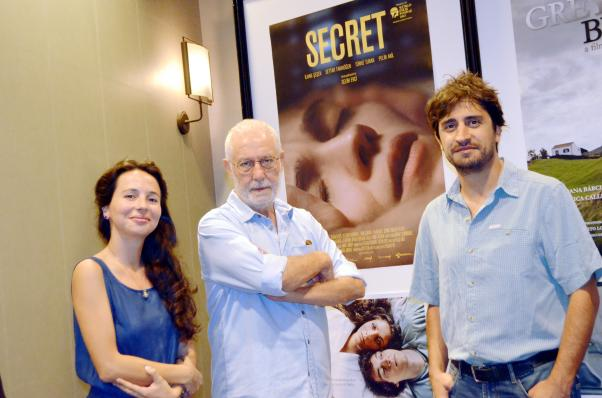 Saklı'nın Sanat Yönetmeni Mediha Didem Türemen, başoyuncusu İlhan Şeşen ve yazan ve yöneteni Selim Evci birlikte.