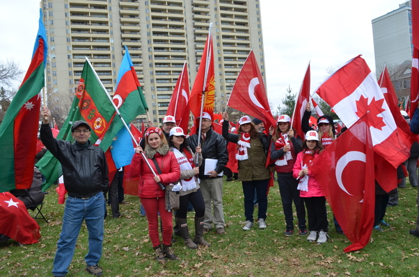 Ottava Parlamentosu önünde Türk toplumu tarihi tarihçilere bırakın dedi.