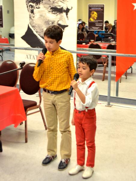 Çocuklar şiir okudu.