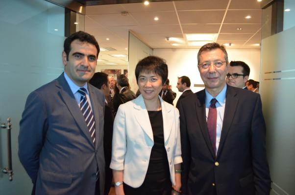 Büyükelçi Selçuk Ünal, USHÖ Genel Sekreteri Fang Liu ve Daimi Temsilci Büyükelçi Ali Rıza Çolak THY Montreal'in açılışında birlikteydi.