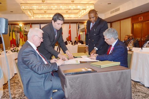 Değişik kuruluşlarla yatırım önanlaşma protokolu imzalandı.