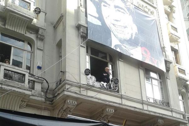 Hrant Dink'in ağabeyi topluluğa pencereden seslindi.