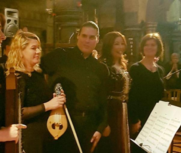 Binnaz Çelik kemençesiyle I Musici Orkestrası'nın 'Sınır Ötesi / Au-delà des frontières' dinletisinde...