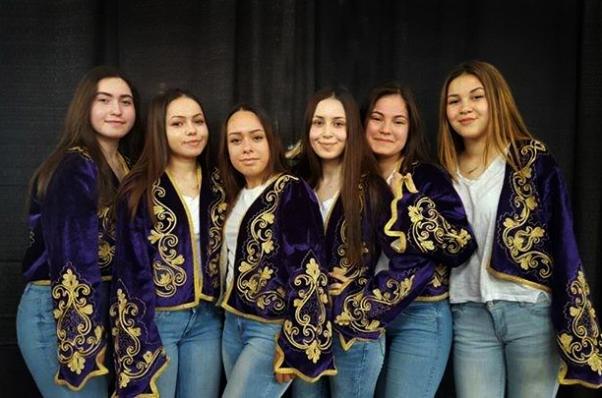 Türkiye'nin değişik yörelerinden halkoyunları sunacak olan Ovacıklı Kızlar...