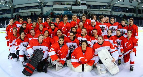Ulusallarımız Avusturya takımıyla.