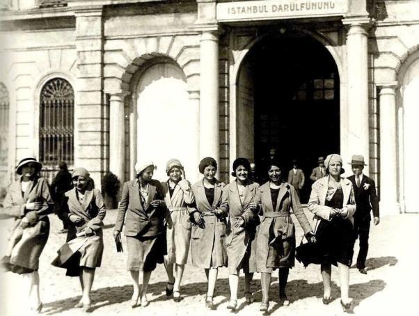 Türkiye'de kadın 1930 yılında yerel seçimlerde, 1934'te ise genel seçimlerde oy hakkına kavuştu.