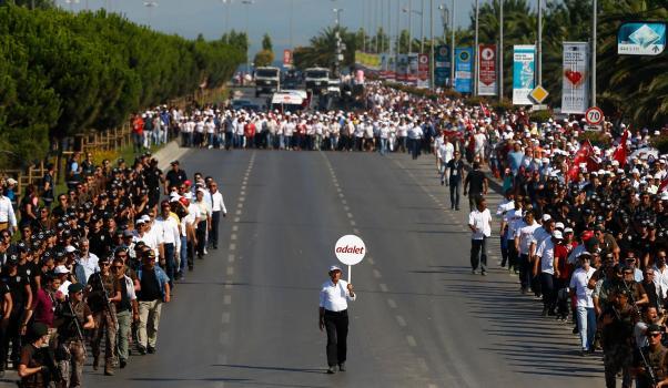 Kılıçdaroğlu halkıyla birlikte yürüdü.