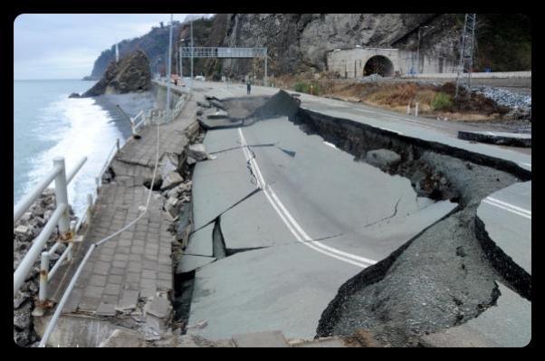 Hopa Sarp Köyü Yakınlarında Dalgalar Duvarı Yıktı.
