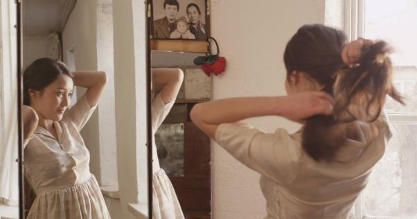 Munara Dooronbekova filmin bir sahnesinde.