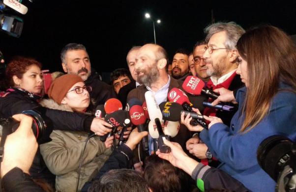 Can Dündar et Erdem Gül à leur sortie de la prison...