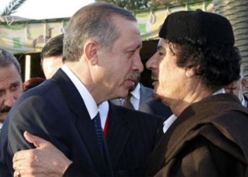 Erdoğan ve Kaddafi mutlu günlerinde...