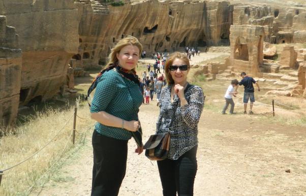 Sağolsunlar dostlar, Mardin'da tarihsel Dara yerleşimlerini de gezdirdiler.