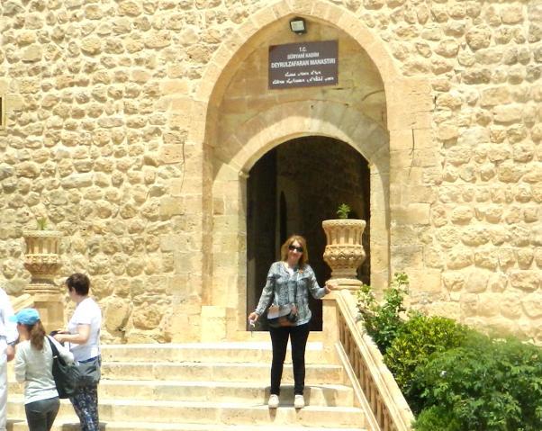 Mardin'e yolunuz düşerse mutlaka Deyrulzafaran manastırını ziyaret edin.