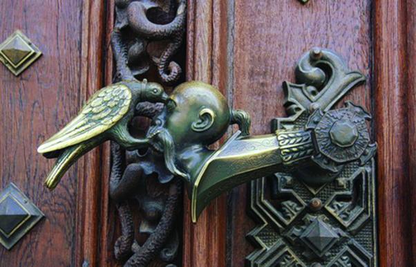 Güvercin kapı tokmağı.