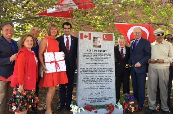 Nova Scotia Türk Derneği girişimiyle gerçekleştirilen Çanakkale Şehitleri Anıtı Pier 21'de yerini aldı.