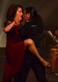 Piazzolla'ya saygı dinletisi'nde İrem Bekter tango seslendirdi.