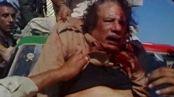 Kaddafi'yi linç ettiler.