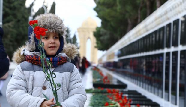 Bugün Azerbaycan şehitlerini anıyor.