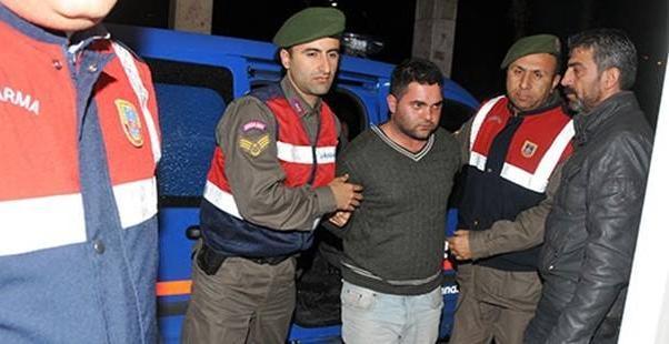 Katil Ahmet Suphi Altındöken yakalandığına jandarma arasında.