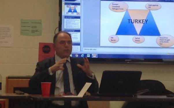 Prof. Fuat Keyman Türkiye'de laikliğin zemin yitirdiğini söyledi.