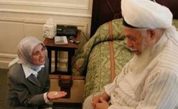 OdaTv yıllar önce Kavakçı'nın Nakşi Şeyhiyle birlikte çekilen fotoğrafını yayınlamıştı.