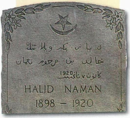 Eski Türkçe'yle yazılmış bir mezar taşı.