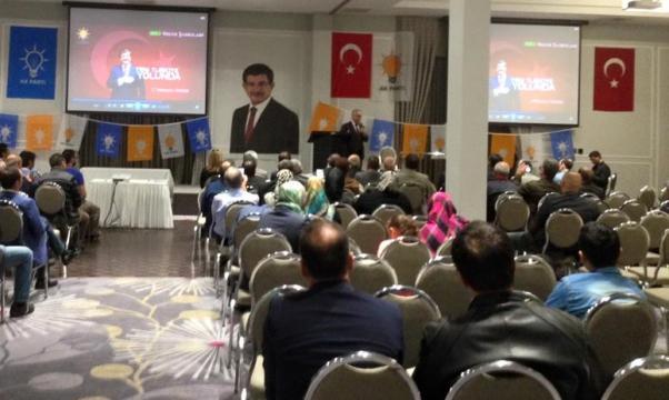 AKP'li Recai Berber'in toplantısına yaklaşık 50 kişi katıldı.