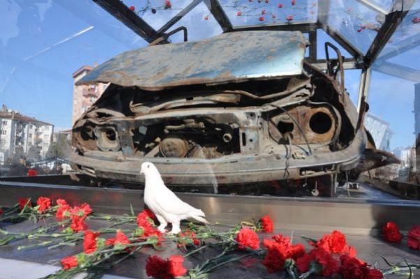 Uğur Mumcu'nun arabası bir anıt olarak bugün Eskişehir'de adına düzenlenen parkta açıldı.