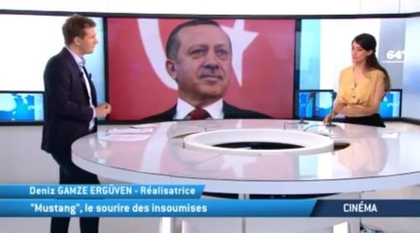 Deniz Gamze Ergüven pendant une émission en France.