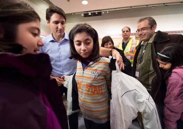 Trudeau ilk gelen sığınmacılarla.