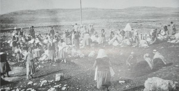 Tehcir yasası kaldırıldıktan sonra yerlerine dönen bir kısım Ermeni yurttaşlar Urfa yakınlarında.