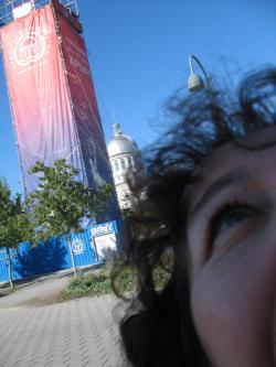 Arkadaşımız Beste Barki Tirol Hattı'nın bulunduğu Eski Montreal'de.