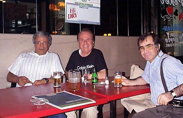 Engin Aşkın (ortada) Bizim Anadolu yazarlarından Vartan Hezaran ve Ömer Özen ile Montrealde.