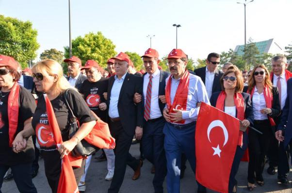 Sivil Toplum Örgütü başkan ve temsilcileri kol kola yürüdü.